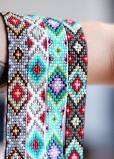 Free Patterns Native American Beadwork Using Seed Beads Size 8 - Bing Bracelet Crochet, Bead Loom Bracelets, Beaded Bracelet Patterns, Jewelry Patterns, Seed Bead Patterns, Peyote Patterns, Beading Patterns, Beading Ideas, Beading Supplies