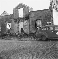 Een van de 105 huizen die door de Duitsers in brand zijn gestoken als represaillemaatregel voor een aanslag op een Duitse militair (1945) | Putten