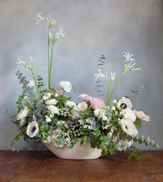 White flowers are symbol of simple beauty, innocence, respect. When choosing a flower arrangement, keep in mind that the color of flowers is as important as the type of flowers.