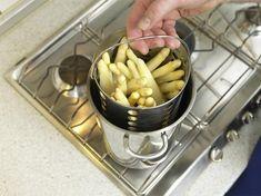 Spargel kochen im Spargeltopf: