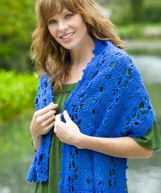 Dieser leichte Schal ist schnell gehäkelt mit diesem weichen Garn, dass ein bisschen Glanz hat. Er wärmt Sie wunderbar auf eine feminine Art und Weise.