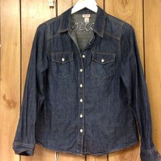 Chambray Like new! Tops Button Down Shirts