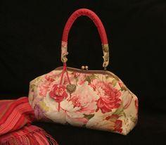 Bolsa Baú Flores - handmade by Costura Xtrodnária
