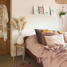natural textures and plants with wood and soft peachy pinks Wood Bedroom, Room Ideas Bedroom, Small Room Bedroom, Modern Bedroom, Bedroom Decor, Bedroom Inspo, Pale Pink Bedrooms, Natural Bedroom, Bedroom Wall Designs