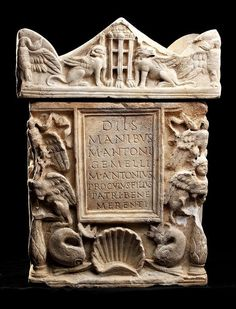 A ROMAN MARBLE CINERARY URN WITH LID.  1ST-2ND CENTURY AD.