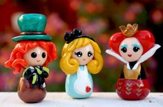 This set of three figurines are based on Alice in Wonderland, Alice, Mad Hatter and Queen of Hearts. They are handmade with polymer clay. Great as decoration dolls or cake toppers. Polymer Clay Figures, Polymer Clay Dolls, Polymer Clay Miniatures, Polymer Clay Charms, Polymer Clay Creations, Doll Crafts, Clay Crafts, Alice In Wonderland Doll, Chibi