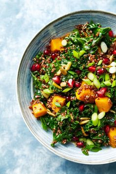Check out these best quinoa recipes and cooking ideas. Here are 14 ways to make quinoa not boring, including quinoa bowls, quinoa salads, and instant pot quinoa. Best Quinoa Recipes, Healthy Recipes, Healthy Food, Healthy Lunches, Healthy Protein, Healthy Eating, Quinoa Bites, Quinoa Bowl, Quinoa Enchilada Casserole