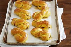 Pumpkin cranberry twists -- perfect rolls for your Thanksgiving dinner! Pumpkin Recipes, Fall Recipes, Sweet Recipes, Delicious Desserts, Yummy Food, Breakfast Time, Breakfast Ideas, Slice Of Bread, Pumpkin Puree