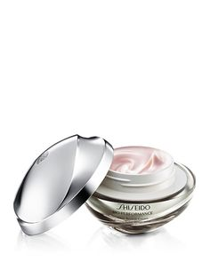 Glow beyond perfection.Reveal beautifully even-toned, glowing skin. This multi-benefit moisturizing cream visibly diminishes the appearance of redness, dullness, discoloration, visible pores and wrink