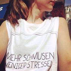 T-Shirt mit Spruch: Mehr schmusen weniger stressen Lifestyle Blog, Fit, T Shirts For Women, Beauty, Tops, Fashion, Braid, Stressed Out, Nice Asses