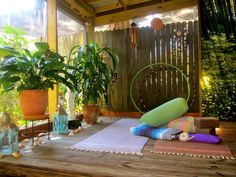 how to create a home yoga space-I would ❤️ to have a space like this for my practice!