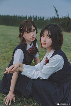 School Uniform Fashion, Face Swaps, Art Poses, Anime Art Girl, Besties, Girlfriends, Korean Fashion, Cute Girls, Asian