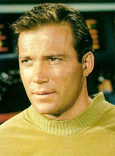 Kirk tells Lorelai that he found out that William Shatner shares his condition of tinnitus on a website. Star Trek Tv, Star Wars, Star Trek Generations, Earl Jones, Star Trek Original, Starship Enterprise, William Shatner, Hairline, Movie Stars