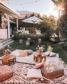 Cozy backyard set-up. Cozy backyard set-up. Cozy Backyard, Backyard Seating, Backyard Landscaping, Backyard Picnic, Backyard Beach, Cozy Patio, Picnic Area, Outdoor Spaces, Outdoor Living