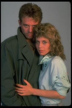 Kyle Reese( Michael Biehn ) and Sarah Connor (Linda Hamilton)