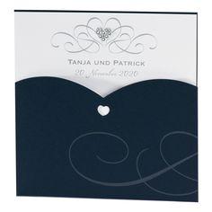 """Hochzeitseinladung """"Blau"""" mit Strassherz vor Ort bei Wimmer Druck in Aachen oder online bei Top-Kartenlieferant bestellen."""