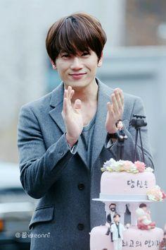Ji Sung gets a surprise birthday cake and baby gift So Ji Sub, Korean Celebrities, Korean Actors, Oh Min Seok, Hwang Jung Eum, Lee Bo Young, The Special One, Kim Bum, Park Ji Sung