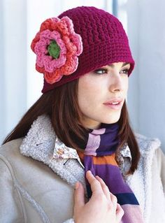 This beautiful crochet beanie hat with flower, made with 2 strands of DK or one of bulky yarn, is quick and easy to make, a beginner friendly pattern. Beau Crochet, Crochet Adult Hat, Bonnet Crochet, Crochet Beanie Hat, Crochet Cap, Newborn Crochet, Crochet Scarves, Crochet Stitches, Knitted Hats