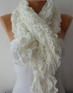 Pretty white lace-like Scarf