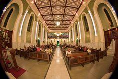 Interior da Igreja Matriz de Caxambu, estado de Minas Gerais, Brasil.  Fotografia: Haroldo Kennedy no Flickr.
