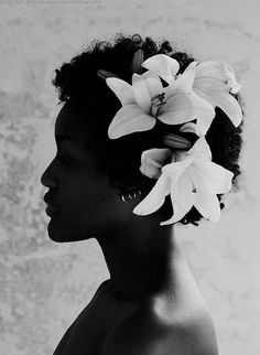 Beautiful picture, the flowers is so beautiful in her hair!!!  #hair  #gshair…