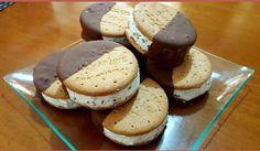 Παγωτό σάντουιτς Στρατσιατέλα Dessert Recipes, Desserts, No Bake Cake, Recipies, Muffin, Ice Cream, Sweets, Bread, Chocolate