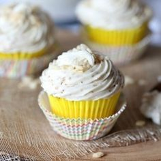 Toasted Marshmallow Buttercream Frosting is made with toasted marshmallows mixed into the buttercream. Perfect for cake filling or cupcake frosting! Toasted Marshmallow Frosting Recipe, Buttercream Frosting Cookies, Cake Fillings, Cake Toppings, Homemade Frosting Recipes, Camp Snacks, Dessert Recipes, Desserts, Relleno