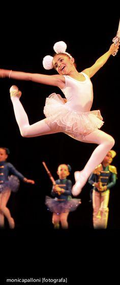 Fotografia di Danza. Monica Palloni [fotografa] #mouseears #orecchiedatopolina #dancer #dance #salto #danza #love #passion #passione #amore #ballo #dance #ballerina #danceshoe #spettacolo #photo #foto #photographer #tutù #pink #monicapallonifotografa