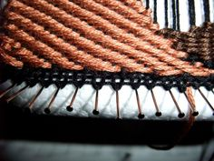 Freestyle Weaving – Tutorial Part 1: Pin Loom « Tenar's cave  #needleweaving