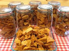 Best Ever Honeycomb recipe AKA Cinder Toffee, Hokey Pokey, Sponge Candy & Crunchie. With Kitchen Shed Tips to help you make the crunchiest honeycomb. Candy Recipes, Fall Recipes, Sweet Recipes, Dessert Recipes, Dessert Ideas, Honeycomb Recipe, Honeycomb Candy, Bonfire Night Food, Vegan Bonfire Night Recipes