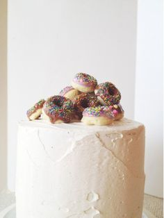 It doesn't get much more Canadian than this awesome donut cake topper!