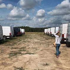 Afbeelding kan het volgende bevatten: wolk, lucht en buiten Recreational Vehicles, Camper, Clouds, Caravan, Camper Van, Airstream Trailers, Motorhome, Mobile Home, Rv