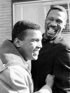 Muhammad Ali and Boston Celtics Bill Russell Heavyweight Boxing: Closeup portrait of Muhammad Ali (L) laughing with Boston Celtics Bill Russell outside of Russell's restaurant, Slade's Original Barbecue. American Athletes, Bill Russell, Boxing History, Float Like A Butterfly, Hometown Heroes, Sport Icon, Sports Figures, Muhammad Ali, Sports Photos