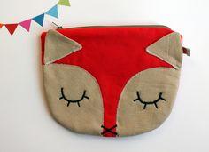 Diese süße Fuchstasche ist ein schöner Begleiter für jeden Anlass! Sie ist so klein, dass man sie gut in größeren Taschen transportieren kann und ...