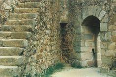 Almourol Castle in Vila Nova da Barquinha, Portugal: Entrance, view from the inside.