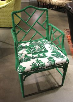kelly green chinoiserie. i don't even have words. must buy. or copy :)
