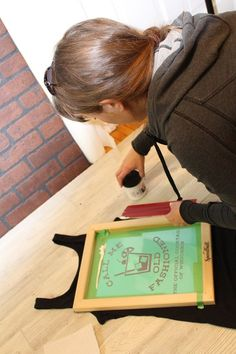 DIY Screen Printing :: Using your Silhouette — Middle River Studio Screen Printing Press, Screen Printing Machine, Screen Printing Shirts, Silhouette Cameo Tutorials, Silhouette Projects, Look Vintage, Silhouette Machine, Graphic Tees, At Least