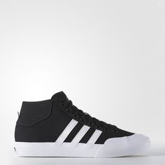 Styled after tennis sneakers, these men's mid-cut shoes remake the old-school design for skateboarding performance. With an upper that gives a responsive fit and a sticky rubber outsole for great board feel and grip.