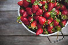 As frutas de cores avermelhadas são muito ricas em sais, minerais, antioxidantes, além de obterem muito líquido.