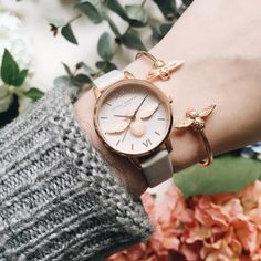 BEE mine! <3 Olivia Burton Bee Watch, Trendy Watches, Ladies Watches, Watches Photography, Beautiful Watches, Fashion Watches, Gold Watch, Bracelets, Gifts