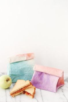Tired of brown-bagging it? Why not ombre-bag it with watercolor lunch bag #DIY?