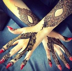 I highly doubt this is a REAL tattoo, it's most likely henna or something similar, but it is incredible. It SHOULD be a tattoo. On me. Now.    ;)