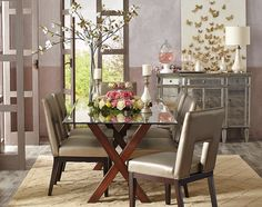 A glamorous spring table may attract a few butterflies.