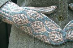 "Knitting Patterns combine previous pinner wrote: ""twined knitting combined with color work - pattern is ""wintergreen mittens"" . Mittens Pattern, Knitted Gloves, Blue Mittens, Fingerless Mittens, Fair Isle Knitting, Knitting Yarn, Hand Knitting, Knitting Designs, Mittens"