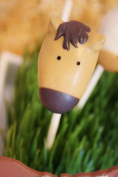 Cute horse cake pops Make it with ease with  http://www.bossnotin.com/Cake-Pop-Mold