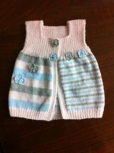 Artan iplerden yapılan bebek yeleği A very nice knitted baby vest from the evaluation of the ropes. If you have increased knitting ropes, you can use it as a baby vest. Baby Knitting Patterns, Knitting For Kids, Knitting Socks, Baby Patterns, Baby Outfits, Cute Outfits, Pull Bebe, Pullover Outfit, Stylish Baby