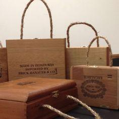 Cigar Box Handles- these would be easier and cheaper to use than purse handles Cigar Box Diy, Cigar Box Crafts, Cigar Box Purse, Altered Cigar Boxes, Diy Box, Diy Paper Purses, Diy Bag Organiser, Diy Pouch Tutorial, Wooden Box Crafts