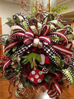 Beautiful Christmas grinch wreath - MY World Grinch Christmas Tree, Grinch Christmas Decorations, Christmas Nativity Scene, Christmas Swags, Holiday Wreaths, Christmas Crafts, Snowman Crafts, Christmas Ideas, Christmas Pictures