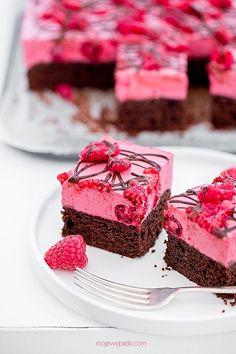 Chocolate Cake with Raspberry Mousse Polish Desserts, Polish Recipes, Baking Recipes, Cookie Recipes, Dessert Recipes, Chocolate Dishes, Chocolate Raspberry Cake, Raspberry Mousse, Chocolate Cake