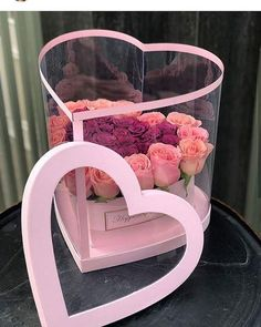 Craft gifts for her families 22 ideas Bouquet Box, Candy Bouquet, Flower Box Gift, Flower Boxes, Flower Packaging, Gift Packaging, Packaging Ideas, Craft Gifts, Diy Gifts